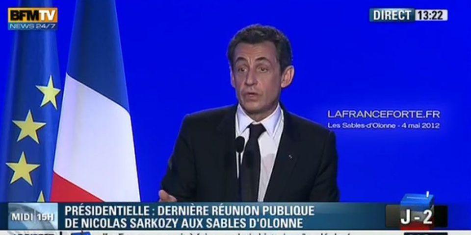 """Sarkozy fait siffler un journaliste  """"qui lui tourne le dos"""""""