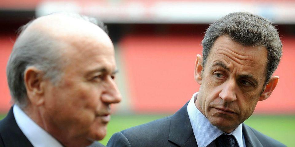 Sepp Blatter accuse Nicolas Sarkozy d'avoir influencé le choix de la FIFA pour la Coupe du monde au Qatar (ce qui fait bondir le FN)