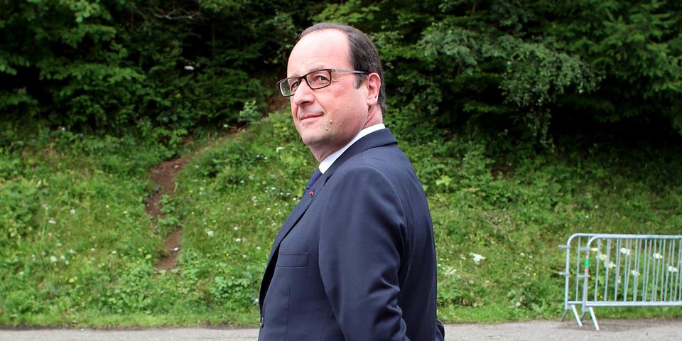Soutiens et adversaires de François Hollande lui souhaitent un bon anniversaire à leur façon