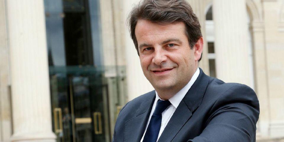 """Thierry Solère trolle les écoutes de la DGSE avec un nouveau slogan : """"Un député à votre écoute"""""""