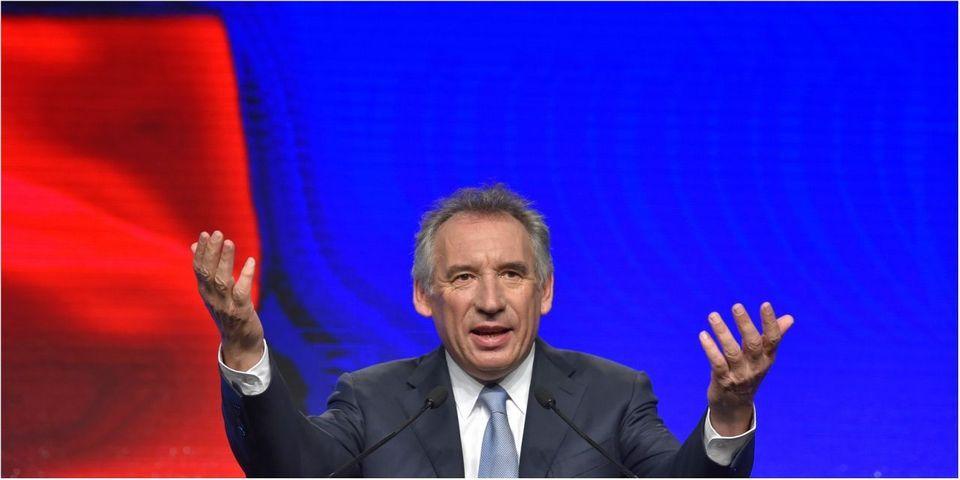 """François Bayrou s'extasie à l'idée d'un """"grand mouvement central"""" entre Juppé et Macron pour les européennes : """"C'est le rêve de ma vie"""""""