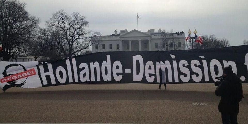 """Une banderole """"Hollande démission"""" à Washington"""