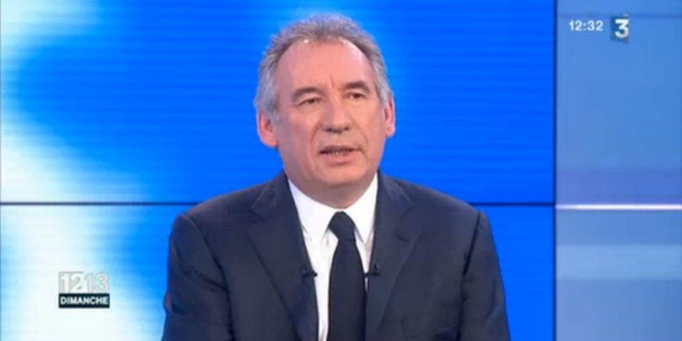 VIDÉO - Ce moment où François Bayrou entretient le suspense sur un éventuel livre