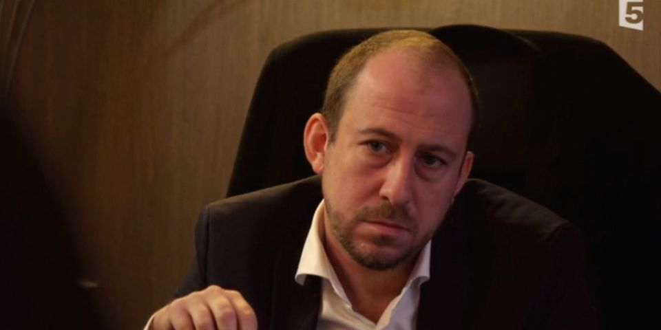 VIDÉO – Le député PS Nicolas Bays apprend par des journalistes que son assistant parlementaire donne des cours de lobbying