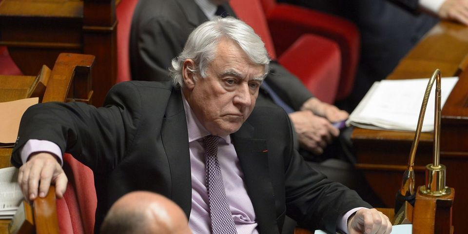"""VIDÉO – Le """"Macron, c'est un con"""" du député LR Claude Goasguen à la sortie d'un meeting pour les législatives"""