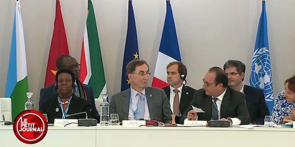 VIDÉO - Le moment de solitude de François Hollande face à la chaise vide du président burkinabé