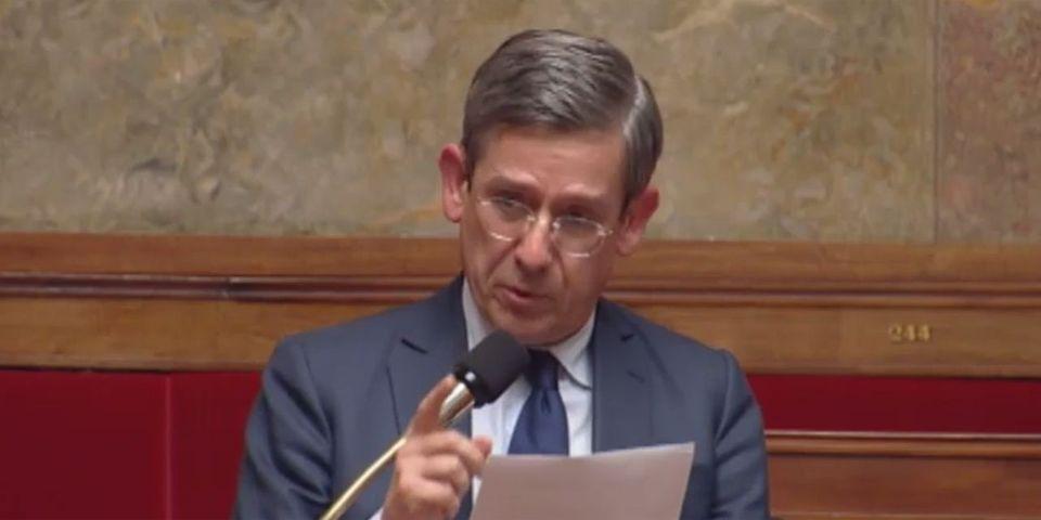 VIDÉO – Les larmes du député UDI Charles de Courson à l'Assemblée lors du débat sur la déchéance de nationalité